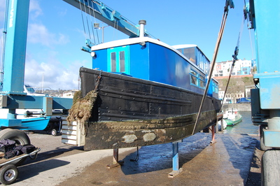 Application Spotlight – Narrowboat with Thick and Flaky Coatings